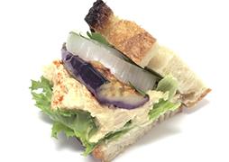 フムスと揚げ野菜のサンド